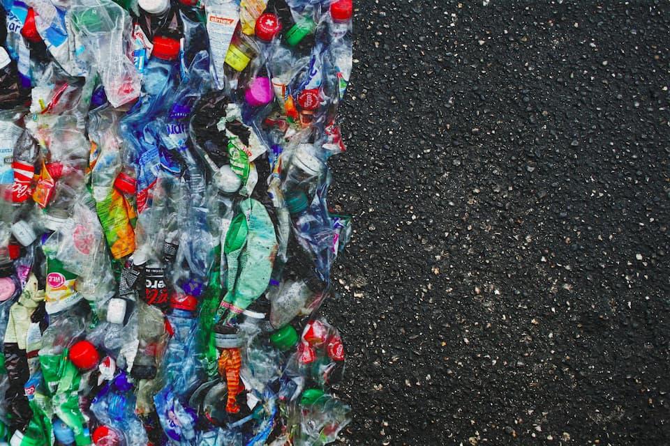 Daur Ulang Plastik Menjadi Aspal